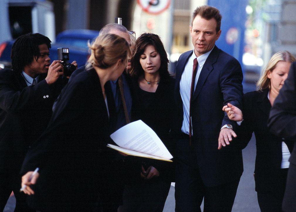 Eines Tages muss die Gefängnis-Psychologin Dr. Lila Colleti (Gina Gershon, M.) erleben, dass ihr Gatte und dessen neue Freundin brutal ermordet wur... - Bildquelle: ApolloMedia