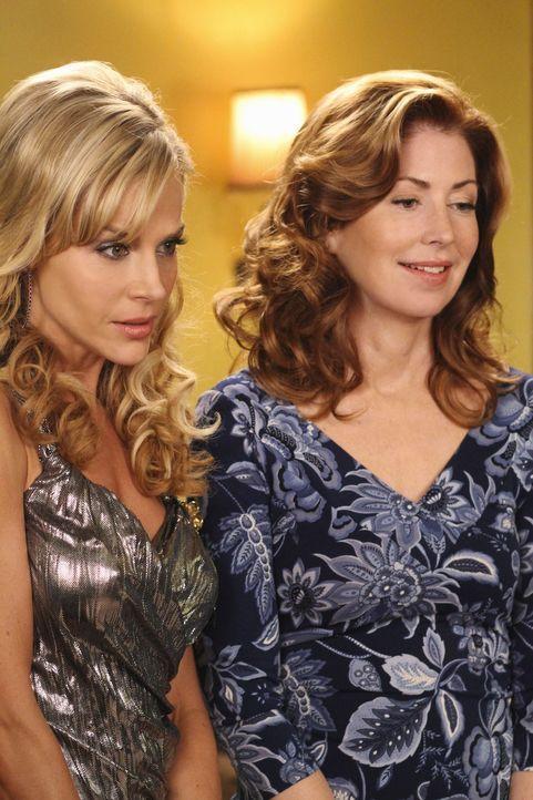 Um in einer Bar ihre Ruhe zu haben, geben Katherine (Dana Delany, r.) und Robin (Julie Benz, l.) vor, lesbisch zu sein ... - Bildquelle: ABC Studios