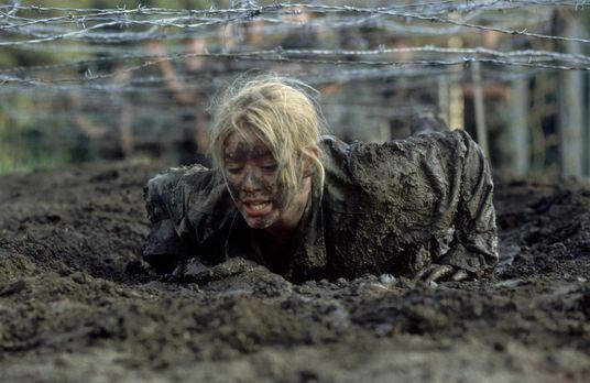 Der Soldat Kelly - Als ihre Mutter einen General und Leiter einer Militärakad...