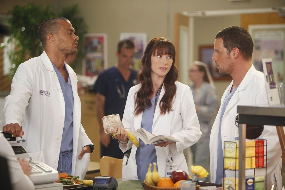 Während Alex (Justin Chambers, r.) schmerzlich an George erinnert wird, trifft Jackson (Jesse Williams, l.) eine Entscheidung zwischen Lexie (Chyle... - Bildquelle: ABC Studios