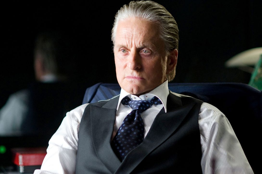 Das Spiel kann erneut beginnen: Gordon Gekko (Michael Douglas) ist auch nach 23 Jahren Knast immer noch ein Meister der Manipulation ... - Bildquelle: Barry Wetcher TM and   2010 Twentieth Century Fox Film Corporation.  All rights reserved.  Not for sale or duplication.