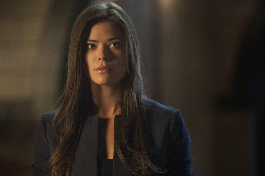 Wird Cara Coburn (Peyton List) Stephen davon überzeugen können, dass sie wirklich die Stimme in seinem Kopf ist und trotzdem wirklich existiert? - Bildquelle: Warner Bros. Entertainment, Inc