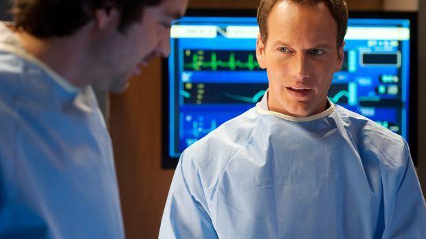 Kämpfen um das Leben eiens Patienten: Dr. Zeke Barnes (Rhys Coiro, l.) und Dr...