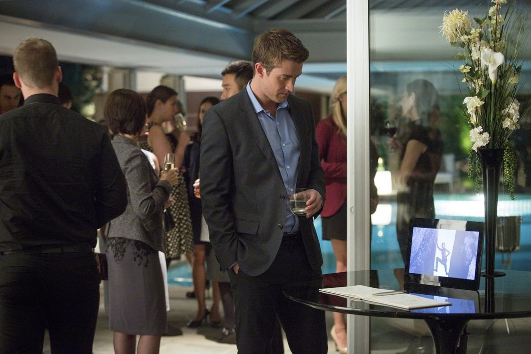 Als auch Jerome nicht mehr auffindbar ist, wendet sich Major (Robert Buckley, r.) erneut an die Polizei. Werden diese Blaine auf die Spur kommen? - Bildquelle: Warner Brothers