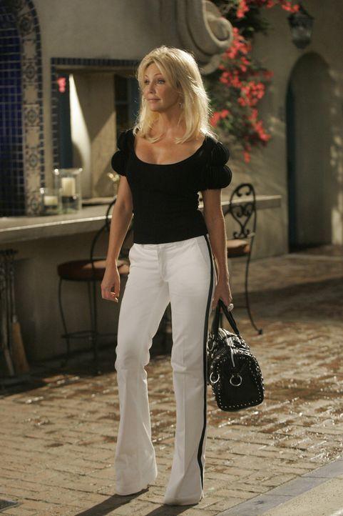 Nicht nur im Büro verbreitet Amanda (Heather Locklear) Angst und Schrecken... - Bildquelle: 2009 The CW Network, LLC. All rights reserved.