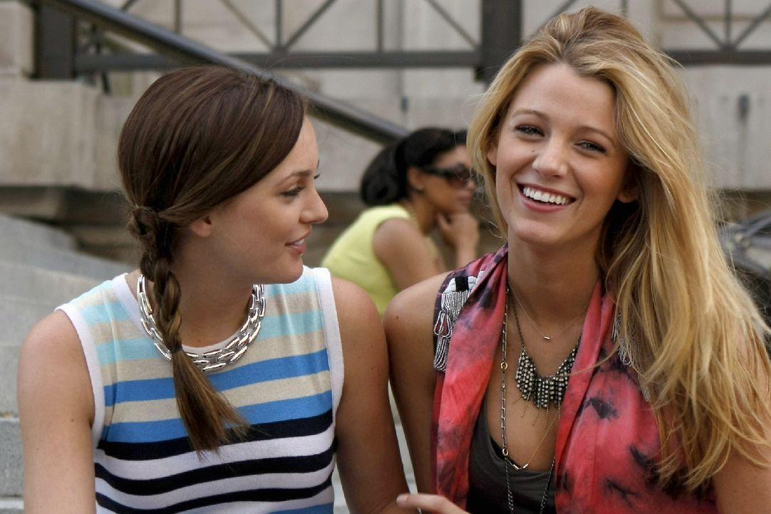 Werden mit neuen Problemen konfrontiert: Serena (Blake Lively, r.) und Blair (Leighton Meester, l.) ... - Bildquelle: Warner Brothers
