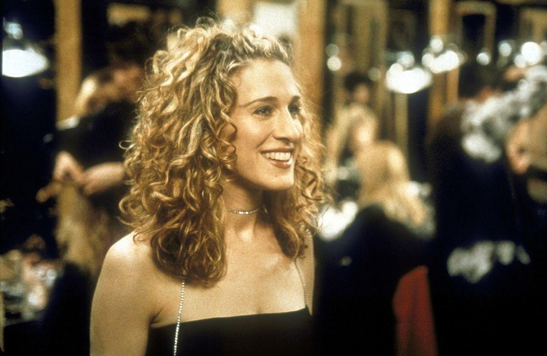 Carrie (Sarah Jessica Parker) begibt sich in die Welt der Models, um für ihre nächste Kolumne zu recherchieren. - Bildquelle: Craig Blankenhorn 1998 HBO