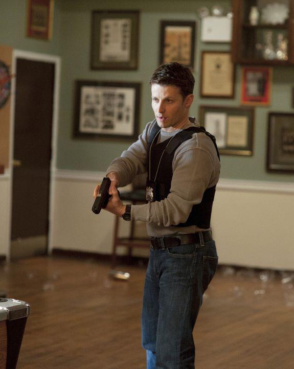 Jamie Reagan (Will Estes) im Einsatz ... - Bildquelle: 2010 CBS Broadcasting Inc. All Rights Reserved
