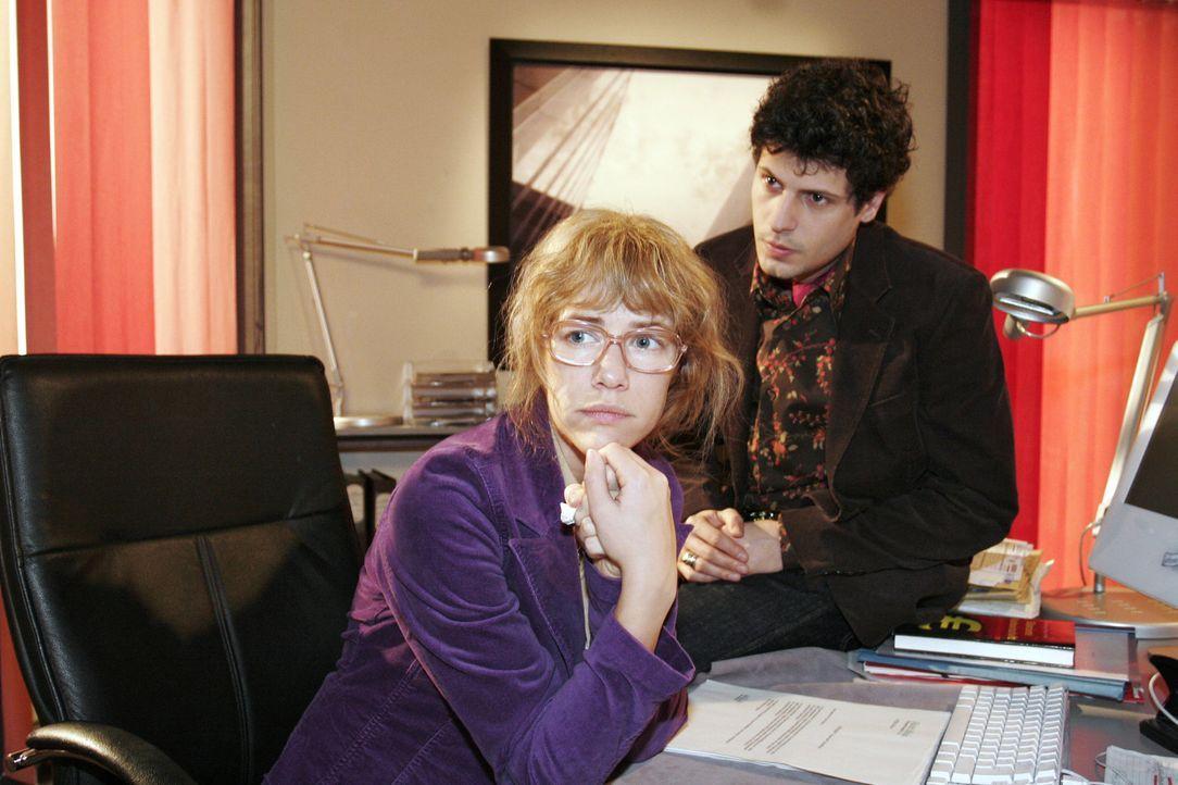 Rokko (Manuel Cortez, r.) steht der verzweifelten Lisa (Alexandra Neldel, l.) bei und beschwört sie, auf die Kraft ihrer Liebe zu vertrauen... - Bildquelle: Noreen Flynn Sat.1