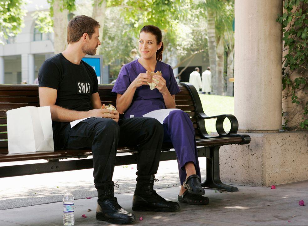 Finden wieder zueinander: Addison (Kate Walsh, r.) und Kevin (David Sutcliffe, l.) ... - Bildquelle: ABC Studios