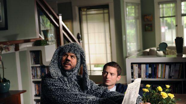 Wilfred (Jason Gann, l.) schenkt Ryan (Elijah Wood, r.) keine Beachtung. Nach...