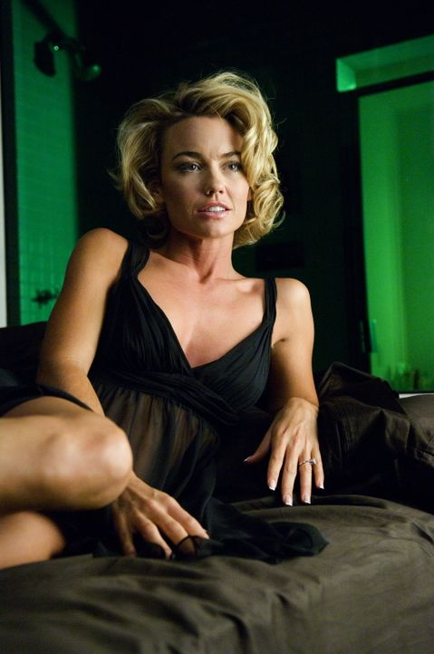 Ahnt nicht, was Christian mit ihr vor hat: Kimber (Kelly Carlson) ... - Bildquelle: TM and   2005 Warner Bros. Entertainment Inc. All Rights Reserved.