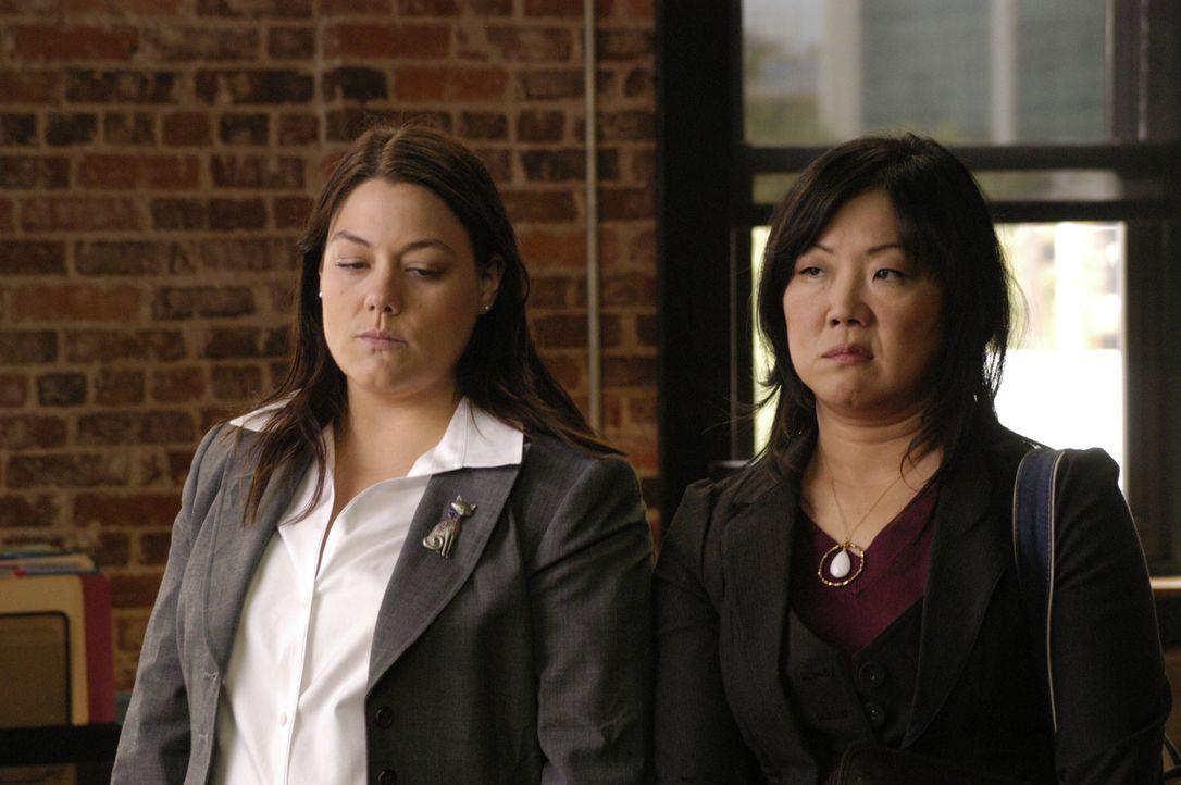 Bereits die ersten beiden Fälle setzen Jane (Brooke Elliott, l.) so zu, dass sie drauf und dran ist, die Juristenkarriere an den Nagel zu hängen,... - Bildquelle: 2009 Sony Pictures Television Inc. All Rights Reserved.
