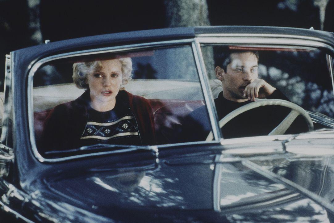 Eine Begegnung mit Folgen: Candy Kendall (Charlize Theron, l.) und Homer Wells (Tobey Maguire, r.) ... - Bildquelle: Kinowelt Filmverleih