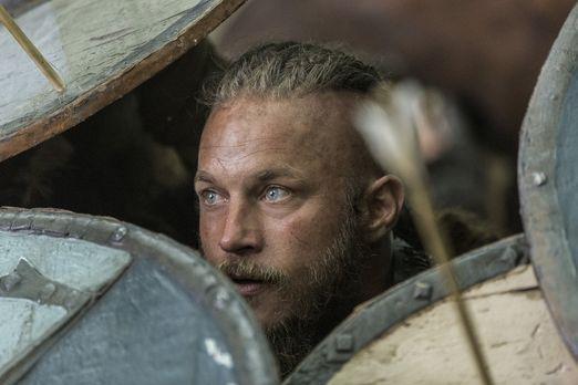 Vikings - Als Ragnar (Travis Fimmel) mit seinen Männern auf dem Weg nach Engl...