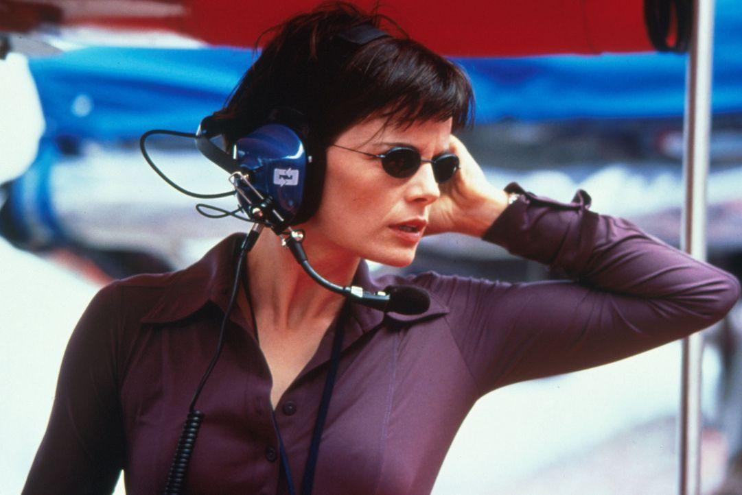 Funkt immer wieder dazwischen: Reporterin Luc (Stacy Edwards) ... - Bildquelle: Warner Bros.