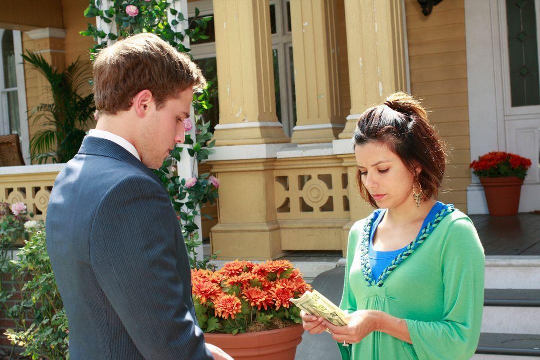 Zum Leidwesen von Gabrielle (Eva Longoria, r.) müssen sie und Carlos ihr Auto verkaufen und ein billigeres als Ersatz nehmen. Andrew (Shawn Pyfrom,... - Bildquelle: ABC Studios
