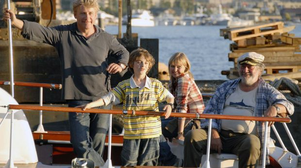 Der neunjährige Oliver (Joel Eisenblätter, 2.v.l.) möchte unbedingt Bill Gate...