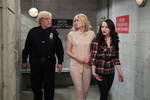 2 Broke Girls - Freundschaft werden Caroline (Beth Behrs, M.) und Max (Kat De...