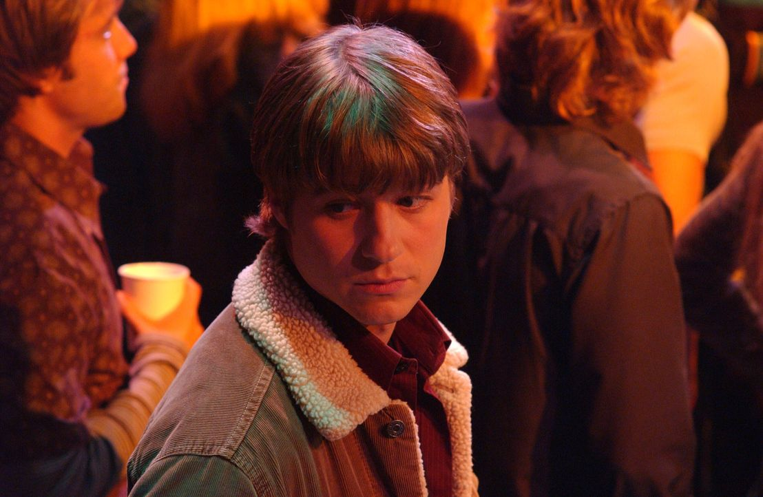 Im Auftrag von Seth, macht sich Ryan (Benjamin McKenzie) auf den Weg in den 'Bait Shop' um Alex mit ihrem Ex zu beobachten ... - Bildquelle: Warner Bros. Television