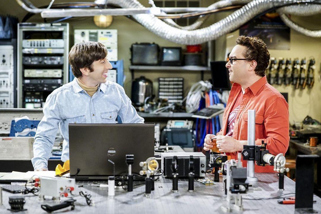 Sind sauer, als sie erfahren, dass Sheldon hinter ihrem Rücken fürs Militär arbeitet: Howard (Simon Helberg, l.) und Leonard (Johnny Galecki, r.) ..... - Bildquelle: Warner Bros. Television