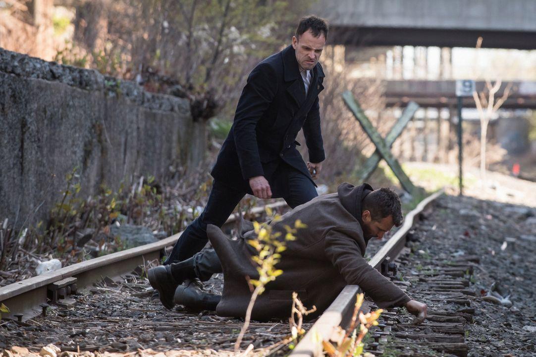 Hat Oscar Rankin (Michael Weston, r.) etwas mit dem Verschwinden von Sherlocks (Jonny Lee Miller, l.) Freund und ehemaligem Paten Alfredo zu tun? - Bildquelle: Jeff Neumann CBS Television