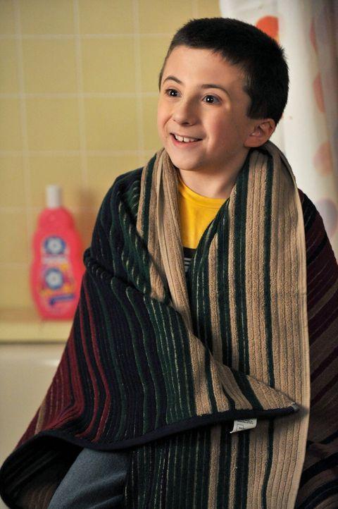 Er will seine Mutter nicht mehr zum Einkaufen begleiten, doch anstatt, dass er allein daheim bleiben darf, muss Brick (Atticus Shaffer) seinen Samst... - Bildquelle: Warner Brothers