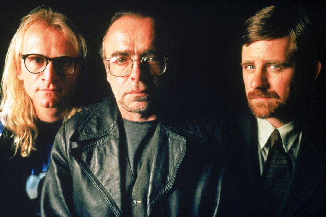 """Die """"Lone Gunmen"""" haben sich auf Konspirationstheorien spezialisiert (v.l.n.r.): Langly (Dean Haglund), Frohike (Tom Braidwood), und Byers (Bruce Ha... - Bildquelle: Twentieth Century-Fox Film Corporation"""