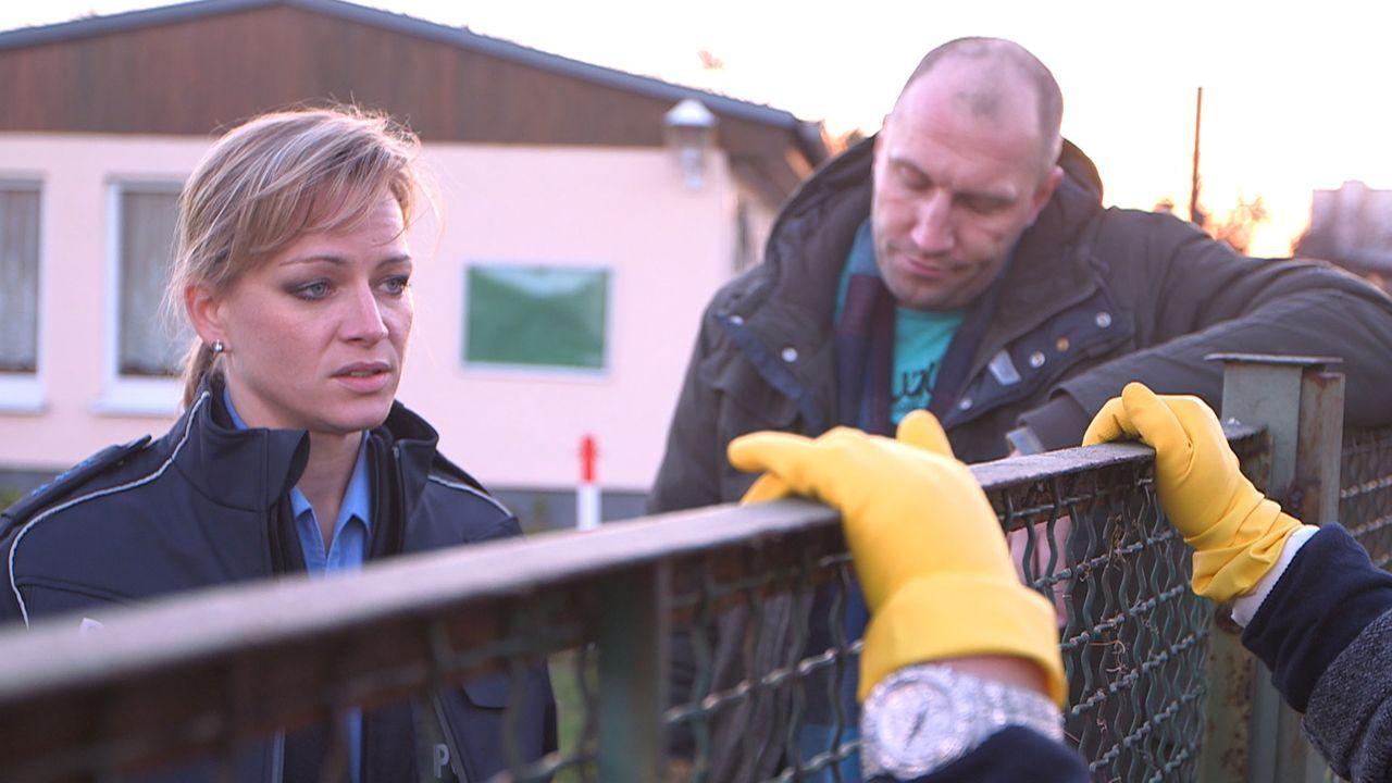 Christina (l.) und Michael (r.) haben nichts zu lachen mit Marlies, denn die ist stur. Richtig stur ... - Bildquelle: SAT. 1