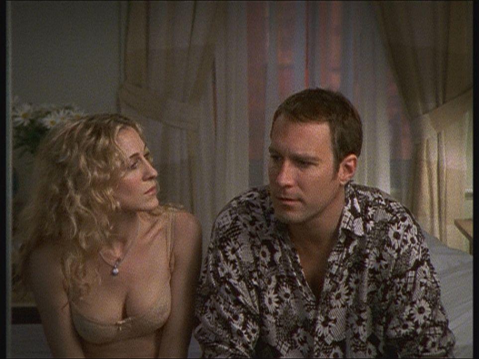 Jeder Mensch hat dunkle Punkte. Wagen Aidan (John Corbett, r.) und Carrie (Sarah Jessica Parker, l.) es, darüber zu sprechen? - Bildquelle: Paramount Pictures