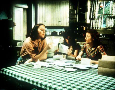Die Waltons - Mary Ellen (Judy Norton-Taylor, M.) und Elizabeth (Kami Cotler,...