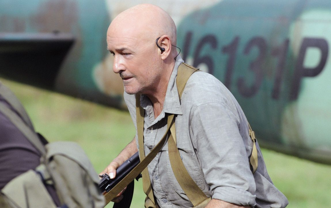 Danny und der Rest von Five-O machen sich unter der Leitung von Joe White (Terry O'Quinn) auf nach Nordkorea, um Steve aus den Fängen von Wo Fat zu... - Bildquelle: TM &   CBS Studios Inc. All Rights Reserved.