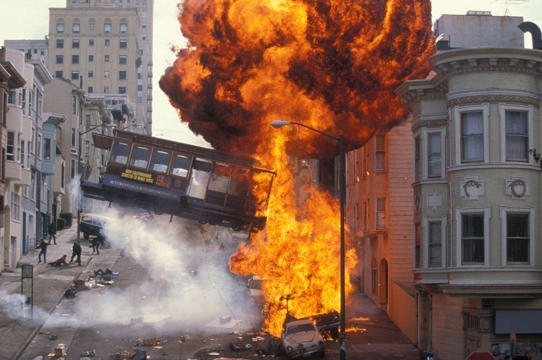 Der abtrünnige General Hummel und seine Elitetruppe haben die Gefängnisinsel Alcatraz besetzt. In ihrer Gewalt: mehrere mit Nervengas bestückte Rake... - Bildquelle: Hollywood Pictures