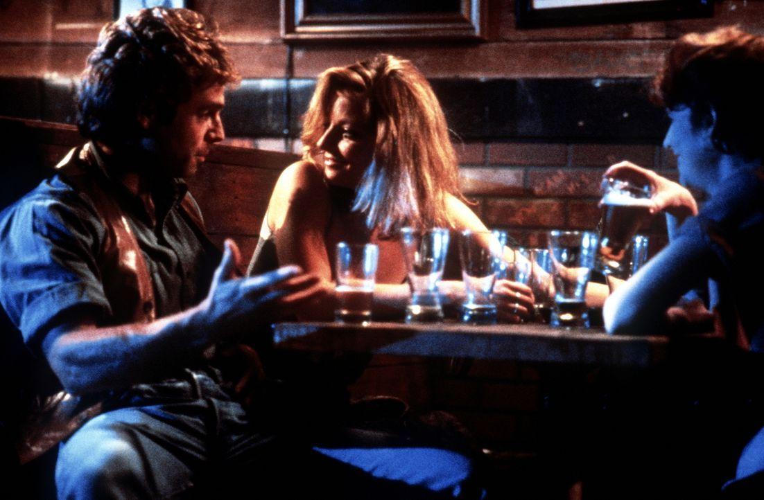 Nach einem Streit mit ihrem Freund geht Sarah (Jodie Foster, M.) in eine Kneipe, um sich zu amüsieren ... - Bildquelle: Paramount Pictures