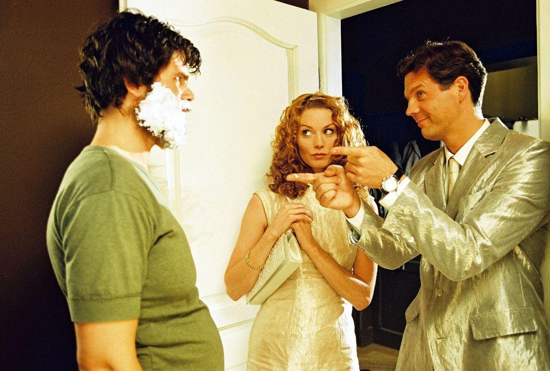 Seit ihrem tödlichen Autounfall müssen Daphne (Esther Schweins, M.) und Tom (Thomas Heinze, r.), unsichtbar für Sterbliche, Menschen auf ihrem le... - Bildquelle: Sat.1