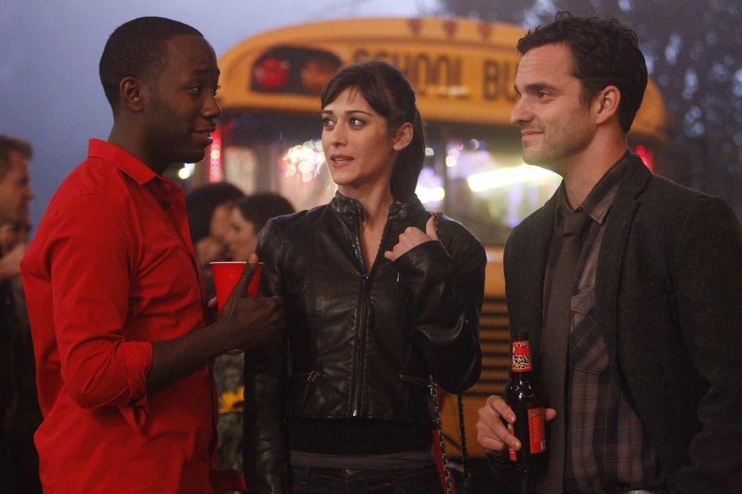 Nick (Jake M. Johnson, r.) hat eine neue Freundin, die Anwältin Julia (Lizzy Caplan, M.). Er versucht mit allen Mitteln, sie vor Jess und seinen Mi... - Bildquelle: 20th Century Fox
