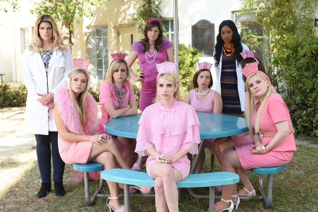 Eine groß angelegte Blutspendenaktion halt (v.l.n.r.) Ingrid (Kristie Alley), Chanel #3 (Billie Lourd), Chanel #9 (Moira O'Neill), Chanel #10 (Dahly... - Bildquelle: 2016 Fox and its related entities.  All rights reserved.