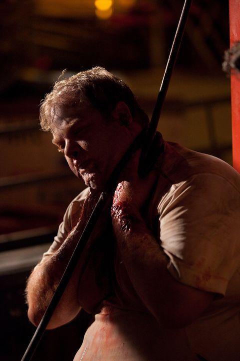 Der durch einen Hamsterbiss infizierte Ralph (George Back) wird zur Bedrohung aller Passagiere des Fluges 318 ... - Bildquelle: 2011 Destination Films Distribution Company, Inc. All Rights Reserved.