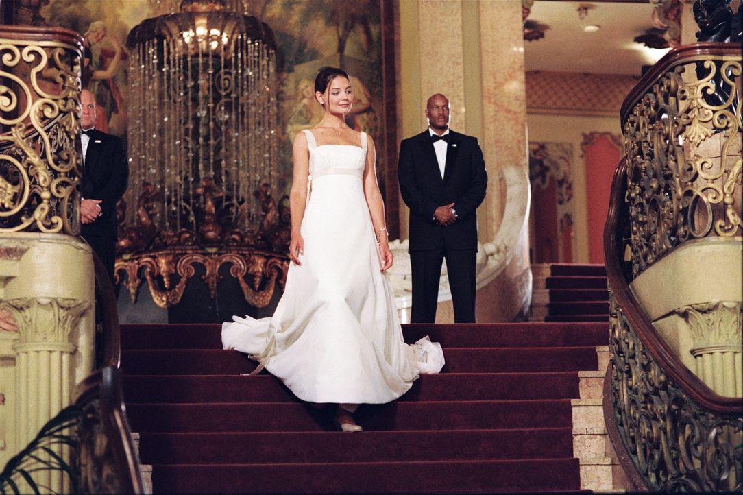 Samantha (Katie Holmes, M.) ist die Tochter des amerikanischen Präsidenten. Sie wird Tag und Nacht bewacht, ihre ständigen Begleiter sind Secret S... - Bildquelle: Epsilon Motion Pictures GmbH
