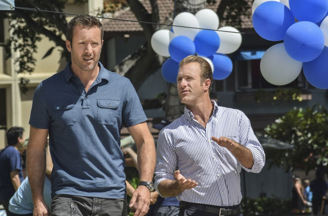 Müssen einen Fall, der zehn Jahre zurückliegt aufklären: Steve (Alex O'Loughlin, l.) und Danny (Scott Caan, r.) - Bildquelle: Norman Shapiro 2016 CBS Broadcasting, Inc. All Rights Reserved
