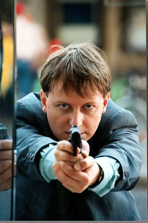 Christian Böck (Heinz Weixelbraun) ist auf der Suche nach dem verschwundenen Baby. - Bildquelle: Ali Schafler Sat.1