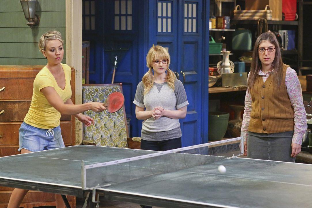 Ein Tischtennis-Turnier zwischen den Freunden soll entscheiden, welche Dinge Howard aus seiner Vergangenheit behalten darf: Bernadette (Melissa Rauc... - Bildquelle: Warner Bros. Television
