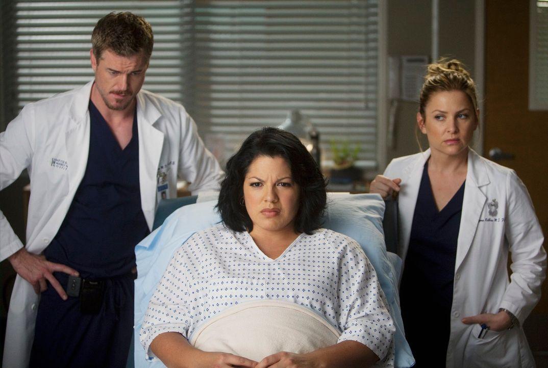 Callie (Sara Ramirez, M.), Mark (Eric Dane, l.) und Arizona (Jessica Capshaw, r.) müssen lernen, gemeinsam durch Callies Schwangerschaft zu gehen ... - Bildquelle: ABC Studios