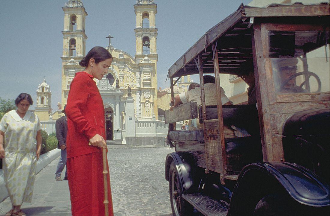Frida Kahlo (Salma Hayek) wird im Alter von 18 Jahren das Opfer eines schweren Unfalls. Sie verbringt viele Monate ihres Lebens in Krankenhäusern,... - Bildquelle: Buena Vista International