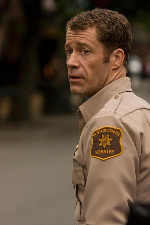 In Eureka geht es mal wieder drunter und drüber: Jack (Colin Ferguson) muss für Ordnung sorgen ... - Bildquelle: Universal Television