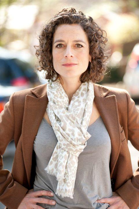 """Alex Polizzi stammt selbst aus einer Dynastie erfolgreicher Hoteliers und weiß, wovon sie spricht. Als """"The Hotel Inspecotr"""" ist sie unterwegs und... - Bildquelle: Channel 5"""