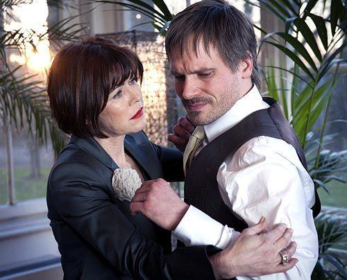 Schwer gestörte Mutter-Sohn-Beziehung: Linda (Anja Kruse) und Thomas von Ahrensburg (Wanja Mues) - Bildquelle: Martin Rottenkolber - Sat1