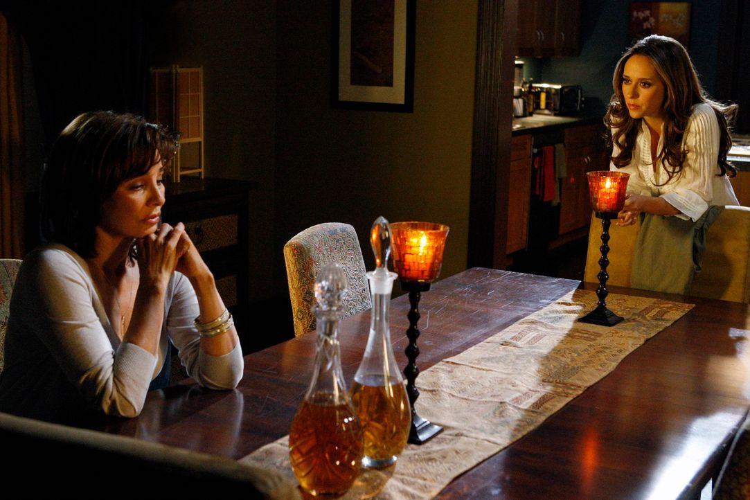 Von ihrer Mutter Beth (Anne Archer, l.) erfährt Melinda (Jennifer Love Hewitt, r.), dass nicht Tom Gordon ihr Vater ist, sondern ein anderer Mann ... - Bildquelle: ABC Studios