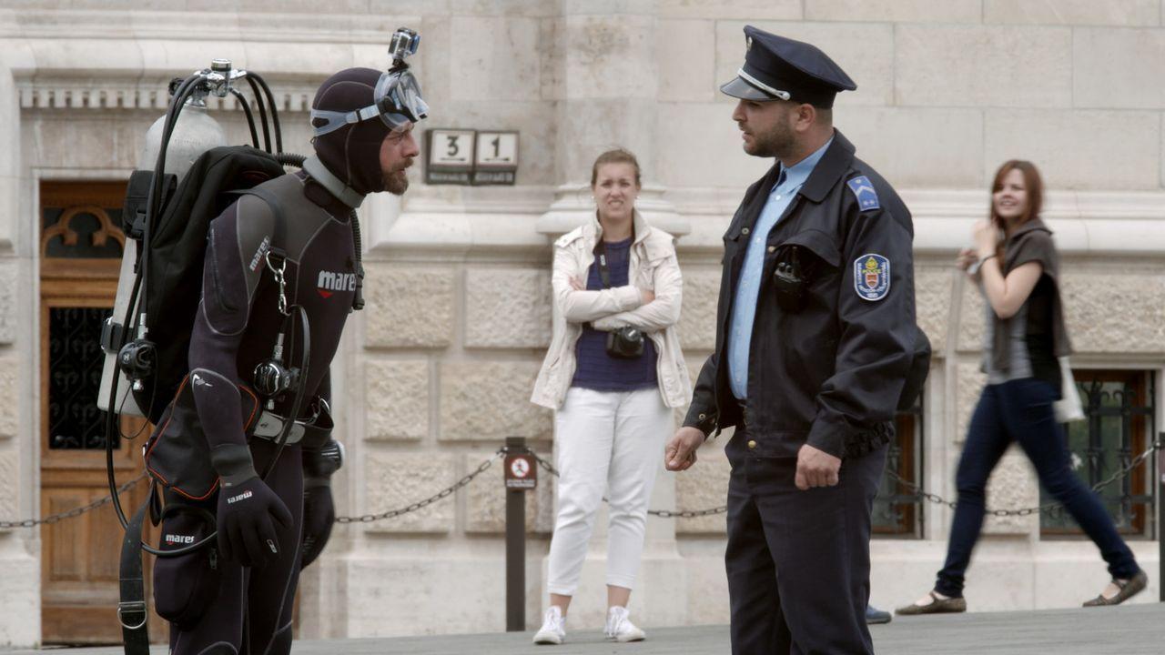 """In Ungarn muss sich Klaas (l.) einer neuen Aufgabe stellen, um sich gegen Joko in """"Joko gegen Klaas - Das Duell um die Welt"""" durchzusetzen ... - Bildquelle: ProSieben"""