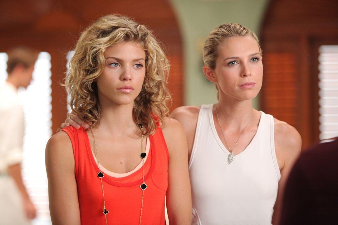 Jen (Sara Foster, r.) will nicht, dass Naomi (AnnaLynne McCord, l.) Liam traut - steckt da mehr dahinter? - Bildquelle: TM &   CBS Studios Inc. All Rights Reserved